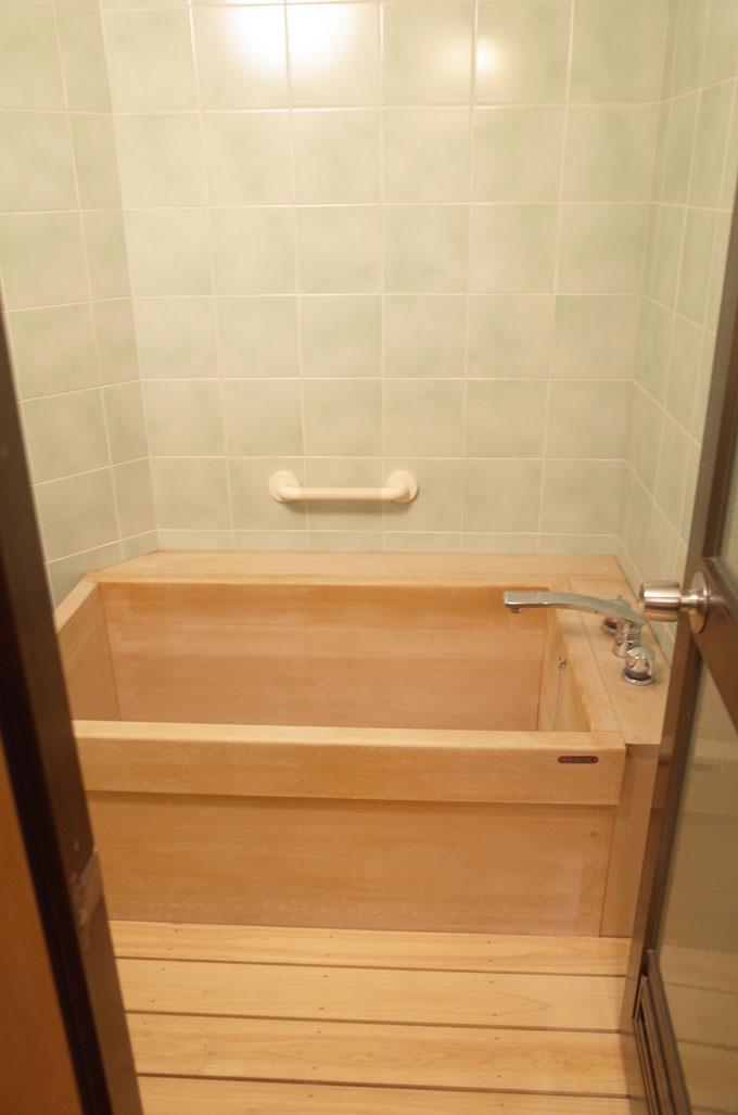 中の坊瑞苑の部屋のお風呂
