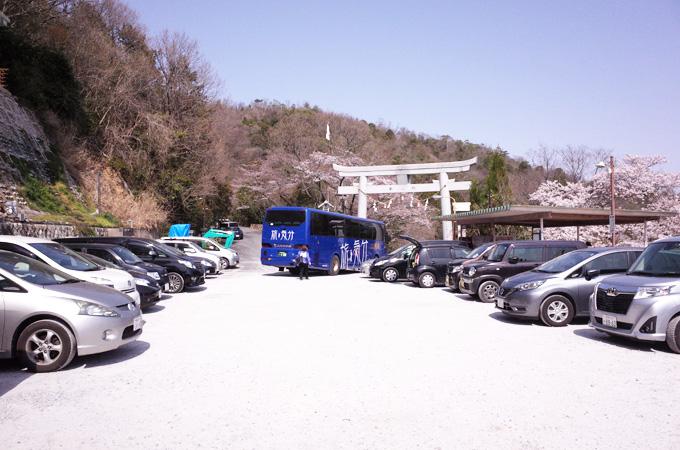 太郎坊宮の駐車場