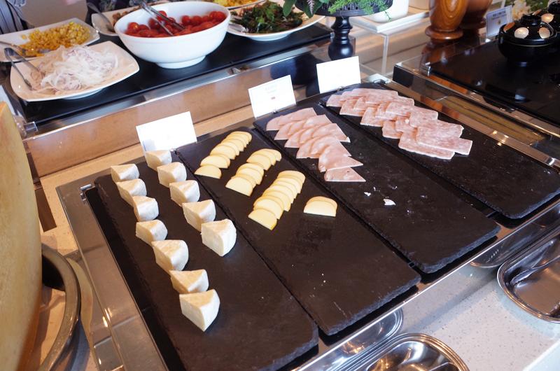 日本平ホテルの朝食ビュッフェ チーズとハム