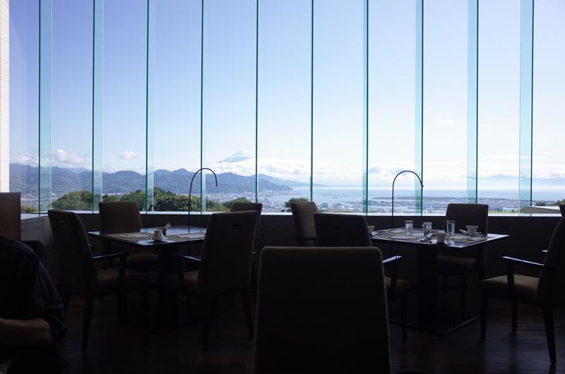 日本平ホテルの朝食レストランから見える富士山