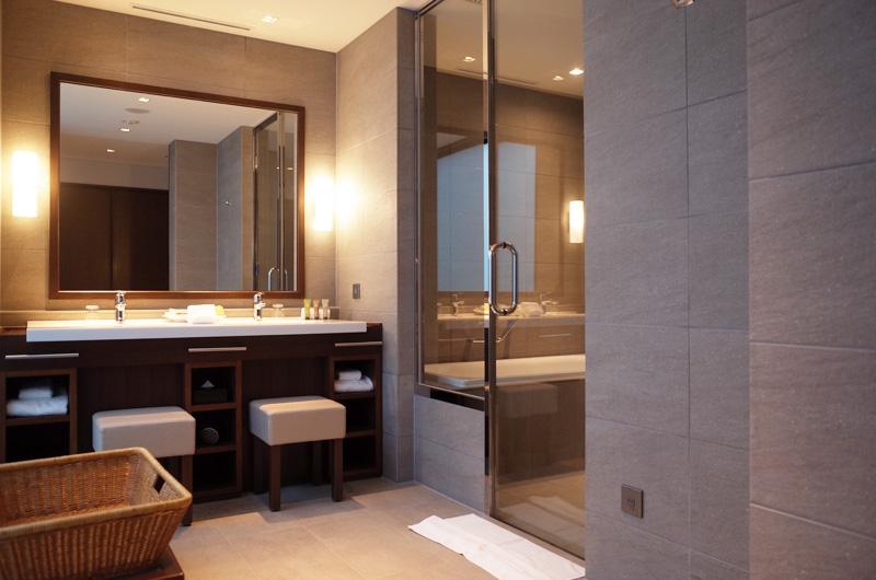 日本平ホテルのお風呂と洗面所