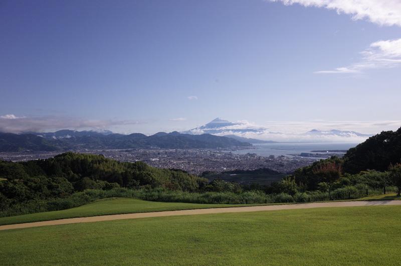 日本平ホテルの庭から見える富士山