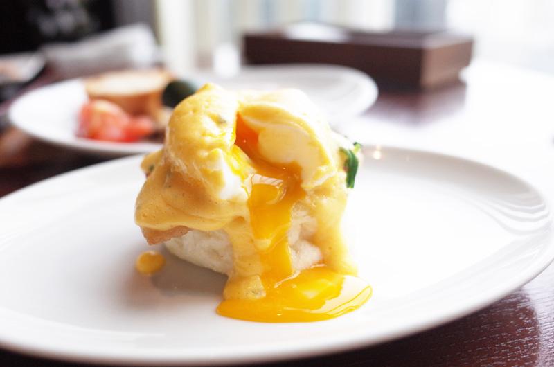 オリエンタルホテル神戸の朝食のエッグベネディクト