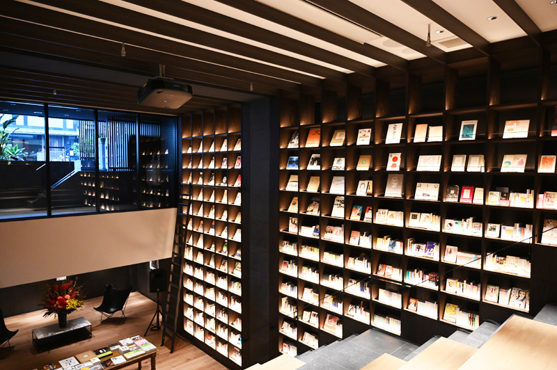TUNE STAY KYOTOの書籍スペース