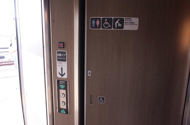 くろしおのトイレのドア