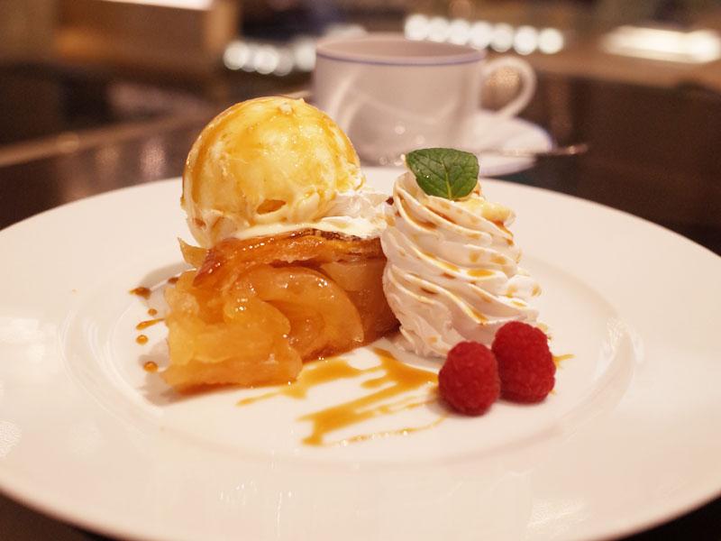 神戸ポートピアホテルのラウンジの絶品アップルパイ