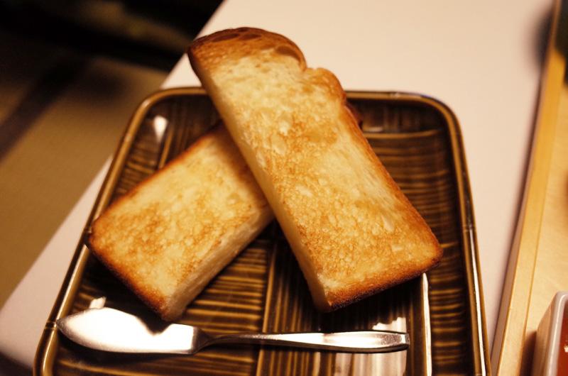 中の坊瑞苑の朝食 洋食の焼きたてパン