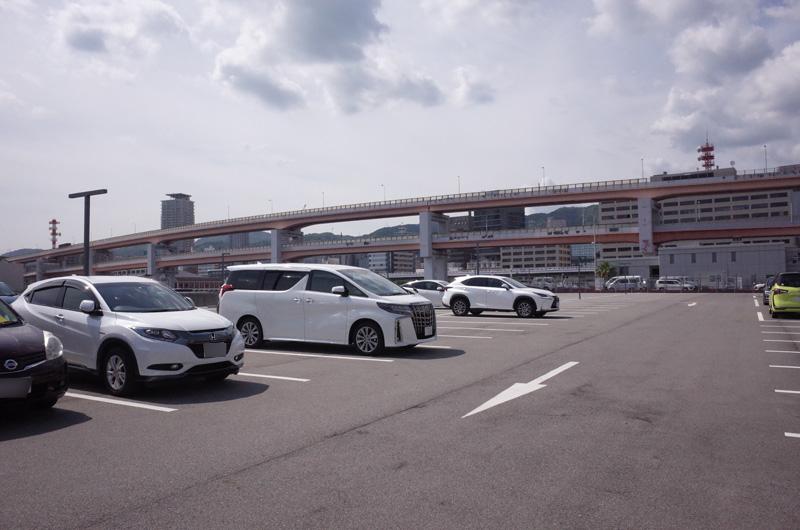 神戸みなと温泉「蓮」の駐車場